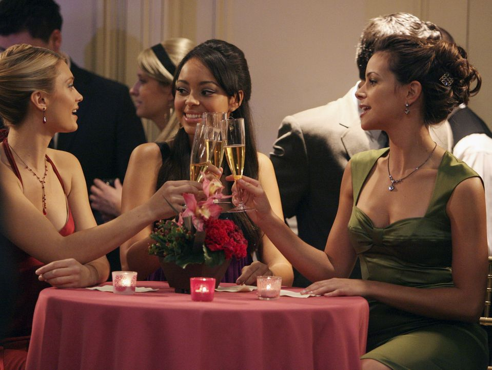 Haben viel Spaß miteinander: Casey (Spencer Grammer, l.), Ashleigh (Amber Stevens, M.) und Frannie (Tiffany Dupont, r.) ... - Bildquelle: ABC Family