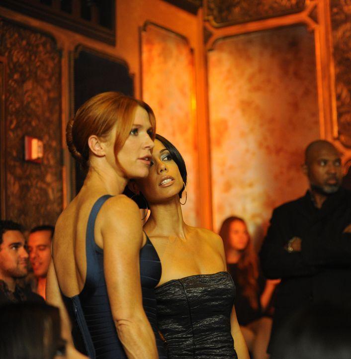 Versuchen dahinter zu kommen, was mit dem verschwundenem It-Girl, Kelly Latimer, passiert ist: Carrie (Poppy Montgomery, l.) und Nina (Daya Vaidya,... - Bildquelle: 2011 CBS Broadcasting Inc. All Rights Reserved.