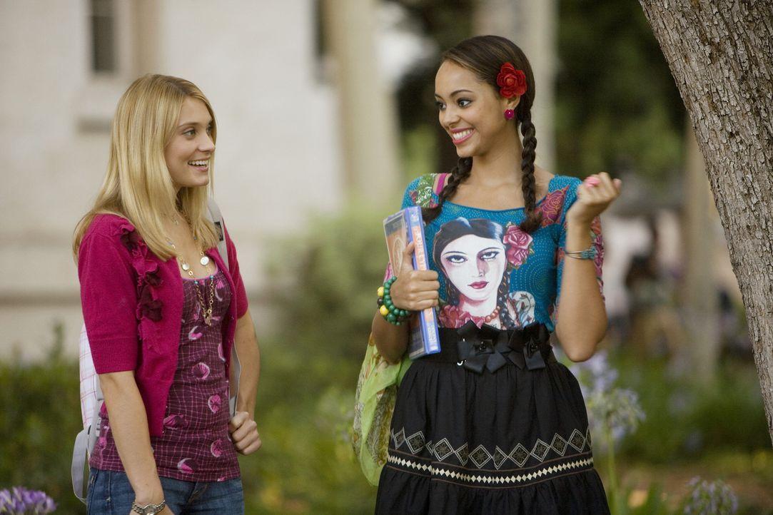 Während Casey (Spencer Grammer, l.) Probleme mit Frannie hat, hat Ashleigh (Amber Stevens, r.) endlich einen Job gefunden, um ihre Schulden abzuarbe... - Bildquelle: 2008 ABC Family