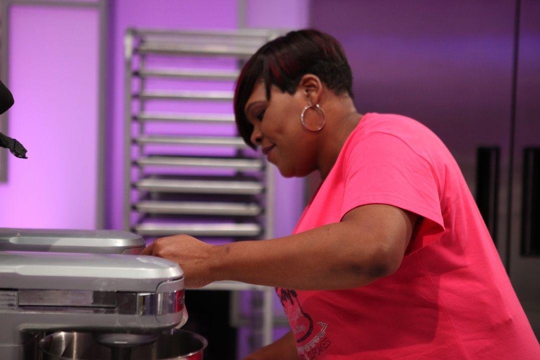 Im Backen geht Debbie Church voll auf und hofft, dass sie auch die Jury von ihrer Arbeit überzeugen kann ... - Bildquelle: 2016,Television Food Network, G.P. All Rights Reserved