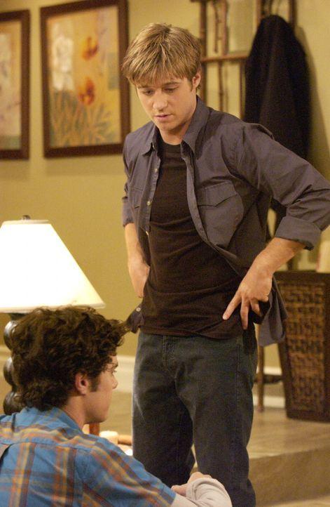 Müssen ihre Probleme bewältigen: Ryan (Benjamin McKenzie, r.) und Seth (Adam Brody, l.) ... - Bildquelle: Warner Bros. Television