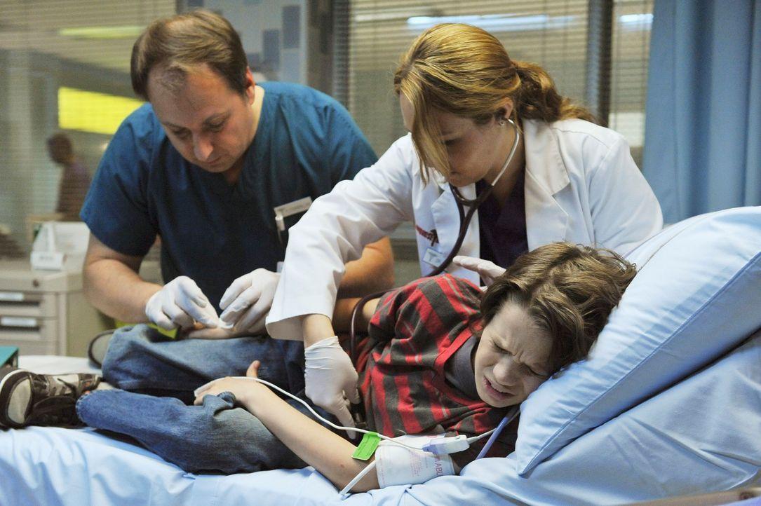 Kommt mit Bauchschmerzen in die Klinik, Cooper findet heraus, dass das Problem bei Oliver (Bobby Coleman, vorne) psychischer Art ist ... - Bildquelle: ABC Studios