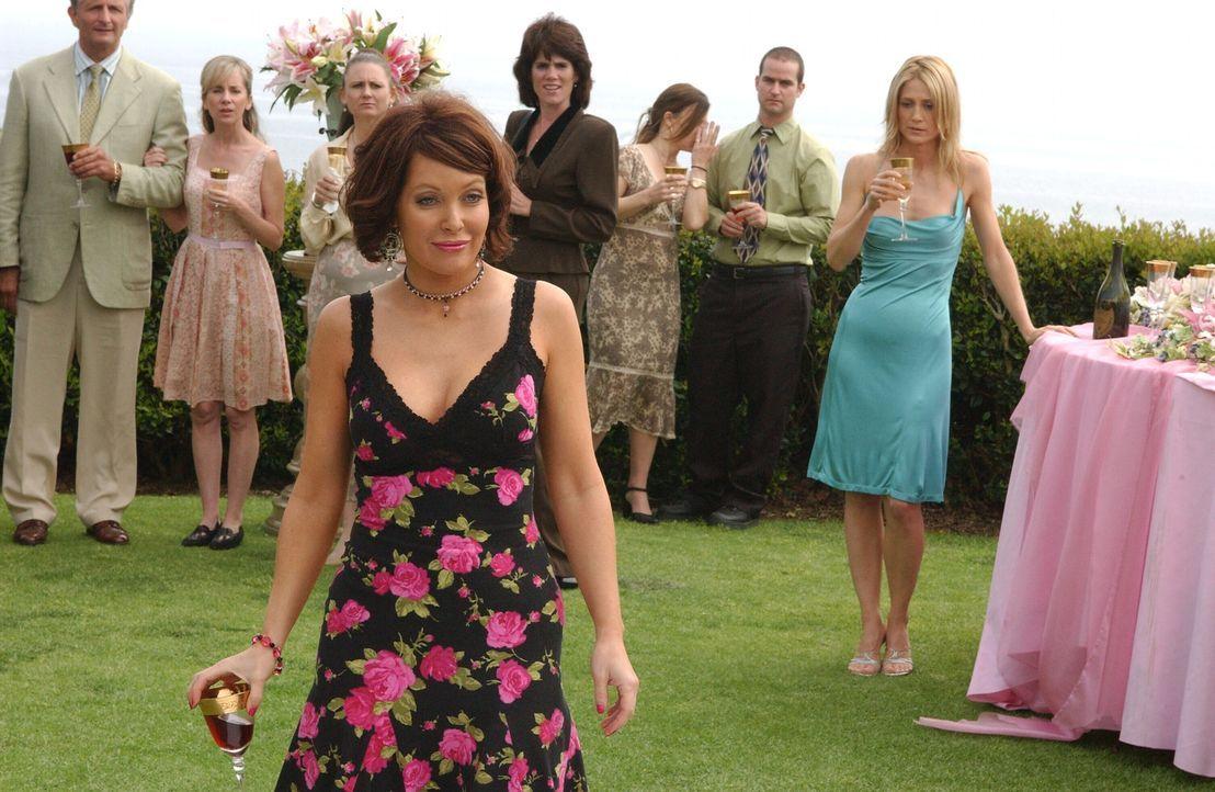 Marissa ist sich ziemlich sicher, dass auf ihre Tante Cindy (Holly Fileds, vorne) Verlass ist ... - Bildquelle: Warner Bros. Television