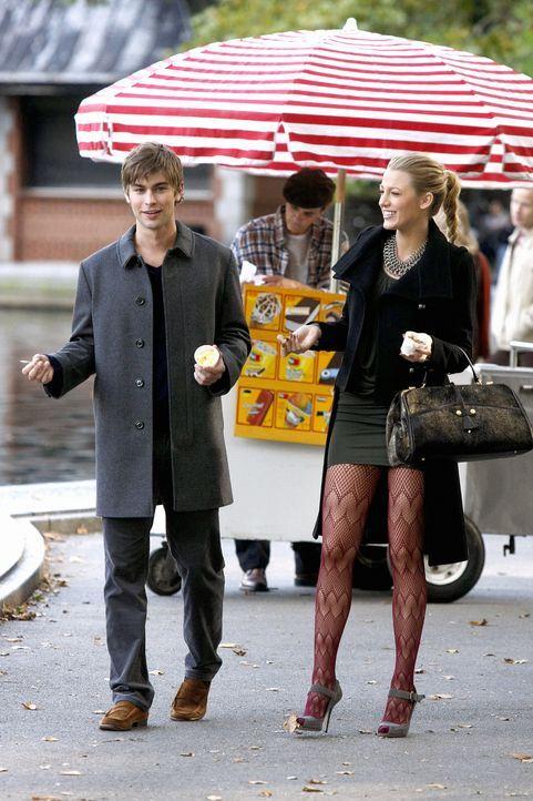 Nachdem sich Serena (Blake Lively, r.) bei Nate (Chace Crawford, l.) ausgeheult hat, verbringen die beiden einen schönen Nachmittag. - Bildquelle: Warner Brothers