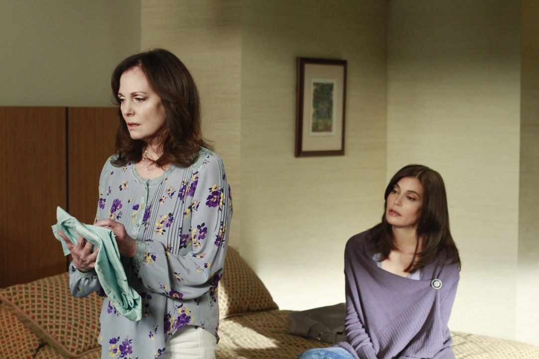 Während sich Lynette an Tom rächt, bekommt Susan (Teri Hatcher, r.) ungeladenen Besuch von ihrer Mutter Sophie (Lesley Ann Warren, l.) und ihrer Tan... - Bildquelle: ABC Studios