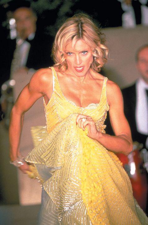 Die unzufriedene, reiche und überkandidelte Zicke Amber (Madonna) lässt ihre Launen gerne an ihren Mitmenschen aus, doch eines Tages wendet sich das... - Bildquelle: 2003 Sony Pictures Television International