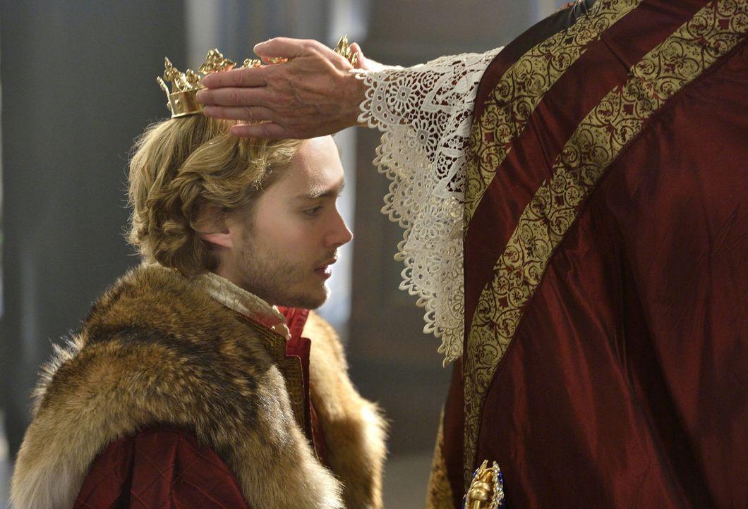 Francis (Toby Regbo) wird endlich zum König von Frankreich gekrönt, doch Visionen, in denen sein verstorbener Vater ihn als Mörder anklagt, plagen d... - Bildquelle: Ben Mark Holzberg 2014 The CW Network, LLC. All rights reserved.