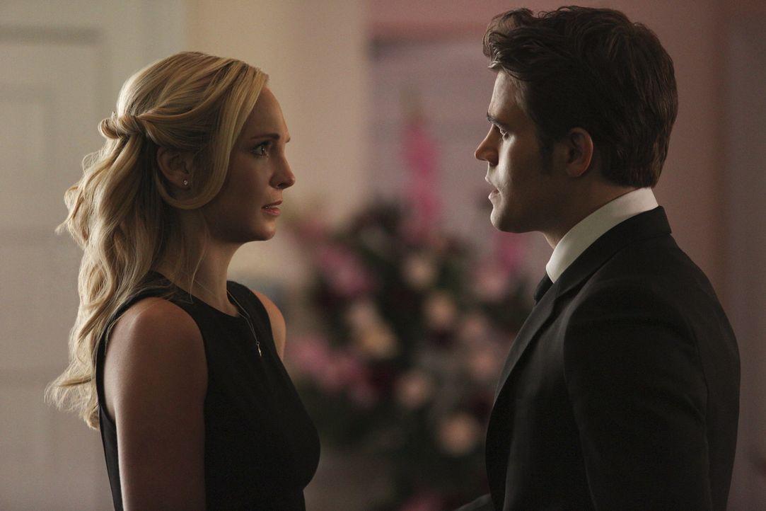 Die Gefühle von Stefan und Caroline werden auf eine harte Probe gestellt - Bildquelle: Warner Bros. Entertainment Inc.