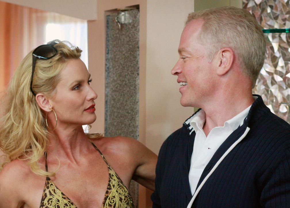 Edie (Nicolette Sheridan, l.) ist wieder zurück in der Wisteria Lane, doch nicht alleine. Zur Überraschung aller hat sie geheiratet und ihren Mann D... - Bildquelle: ABC Studios