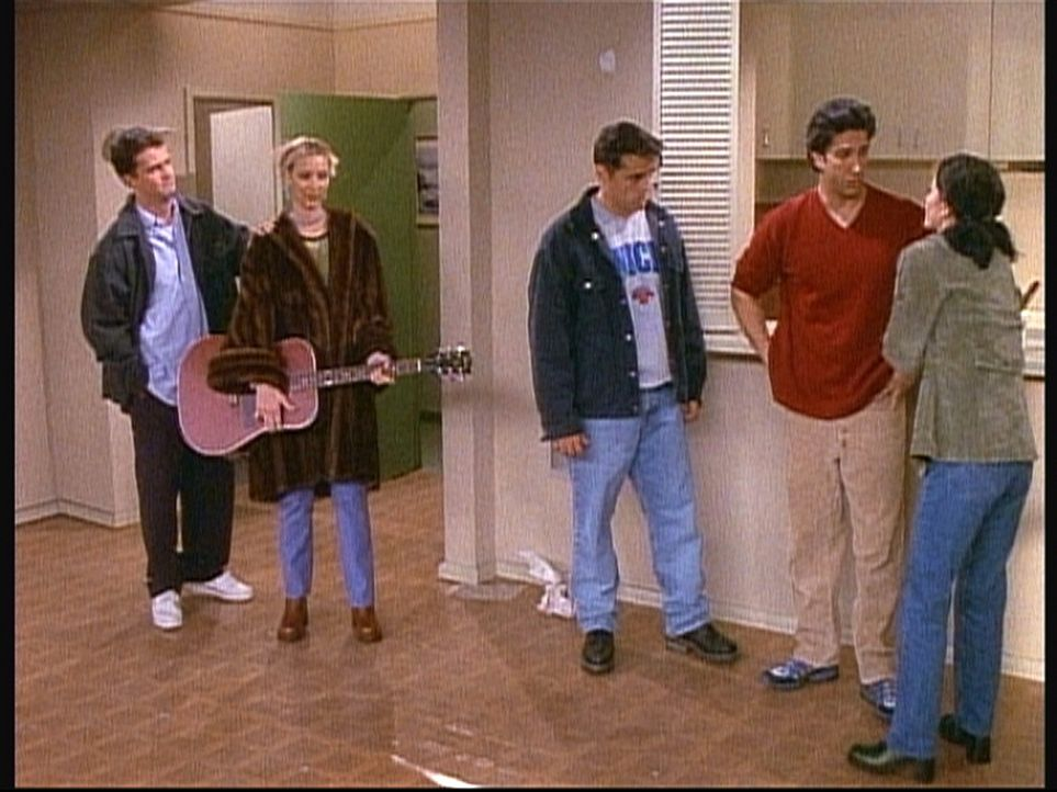 Ross (David Schwimmer, 2.v.r.) hat seine Wohnung gekündigt, um mit seiner Frau zusammenzuziehen. Seinen Freunden fällt der Abschied sehr schwer ... - Bildquelle: TM+  2000 WARNER BROS.