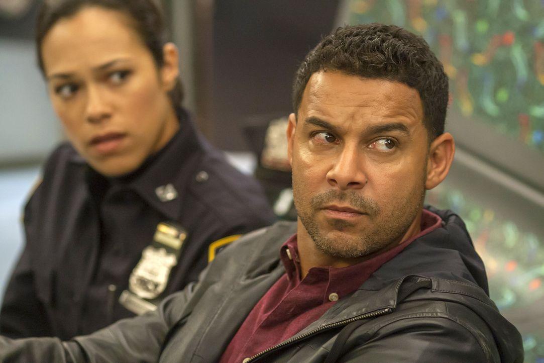 Geraten in eine Geiselnahme: Detective Esposito (Jon Huertas, r.) und Officer Marisa Aragon (Jessica Camacho, l.) ... - Bildquelle: ABC Studios