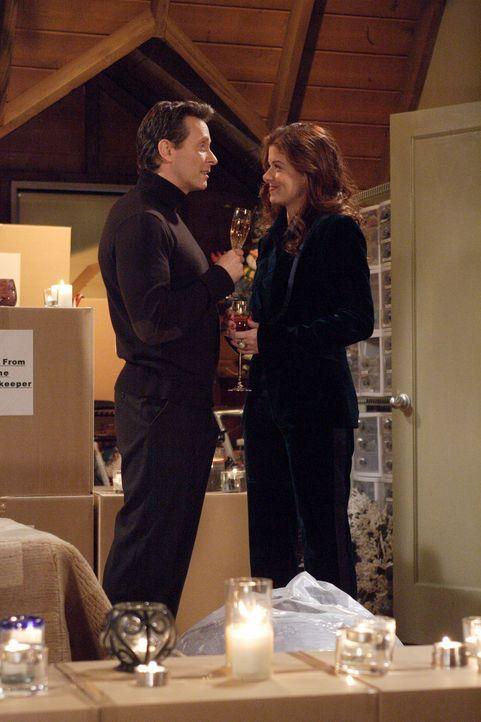 Zum Weihnachtsfest bei Wills Mutter kommt auch der frisch geschiedene Sam (Steven Weber, l.). Zwischen ihm und Grace (Debra Messing, r.) funkt es ge... - Bildquelle: Paul Drinkwater NBC Productions