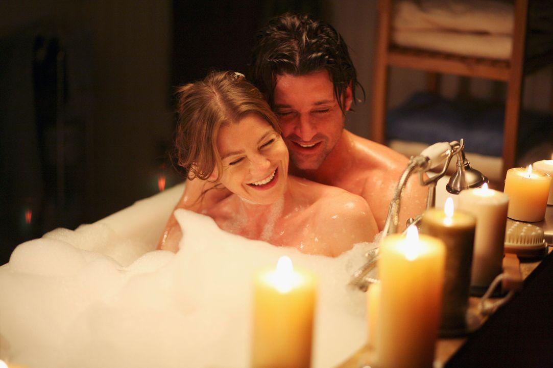 Während Addison endlich mit ihrer Ehe abschließt, genießen Derek (Patrick Dempsey, r.) und Meredith (Ellen Pompeo, l.) ihre Zweisamkeit ... - Bildquelle: Touchstone Television