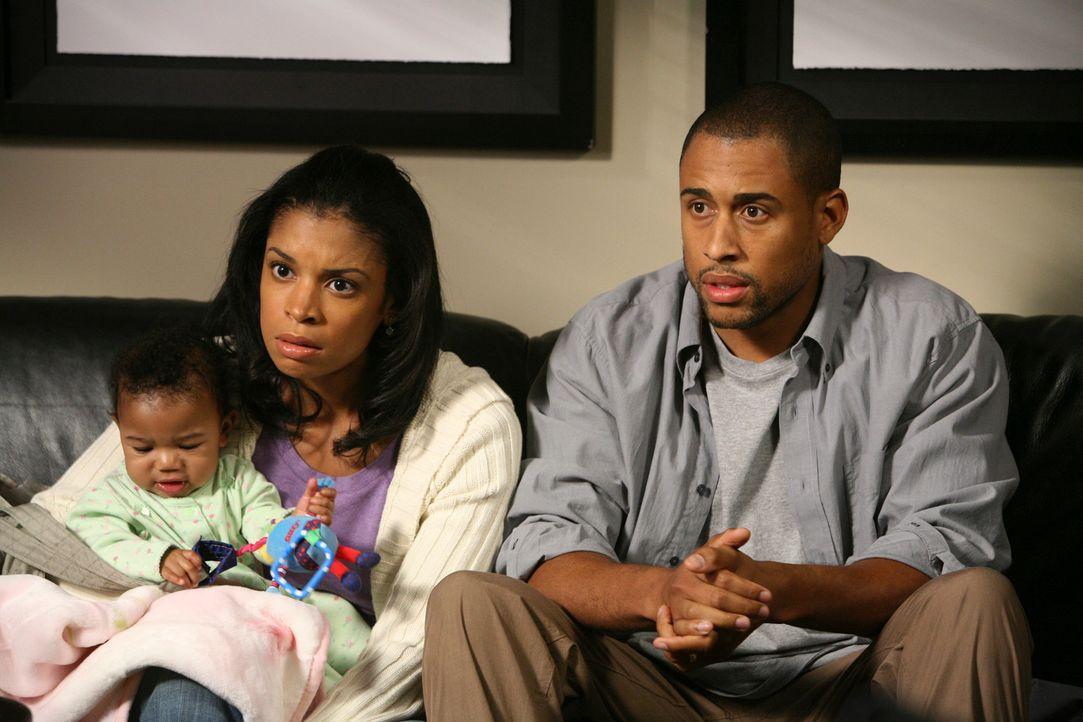 Beth (Susan Kelechi Watson, M.) und Greg (Elimu Nelson, r.) sind verzweifelt, als sie hören, dass ihr Baby gar nicht ihr Kind ist ... - Bildquelle: 2007 American Broadcasting Companies, Inc. All rights reserved.