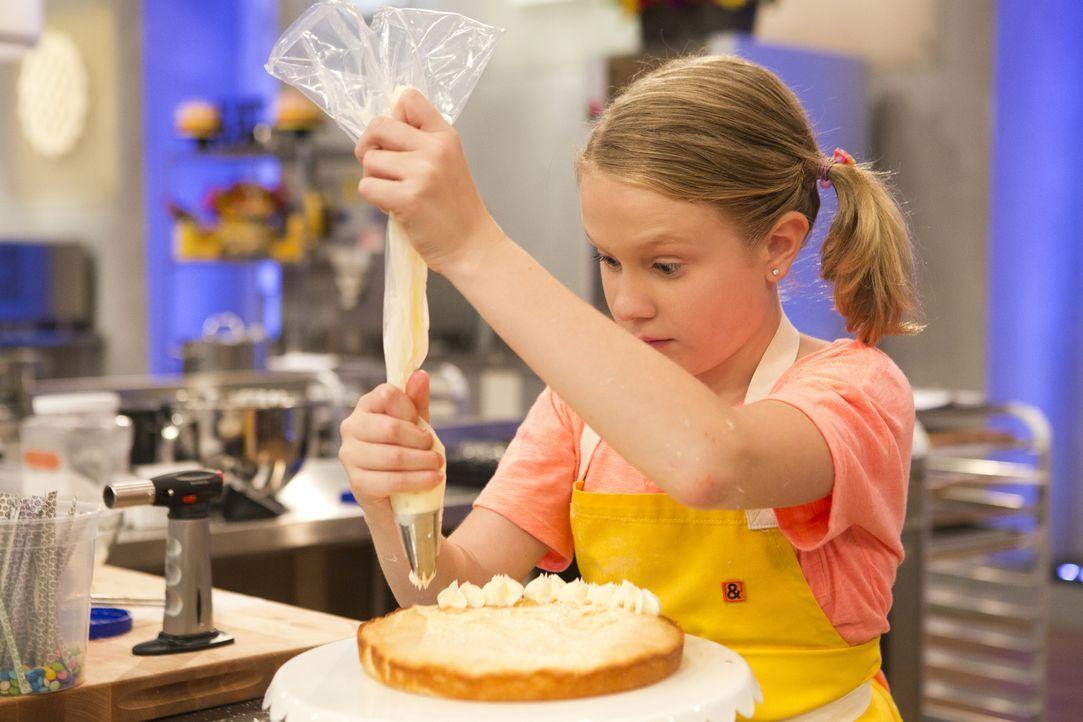 Das hatte sich Jane auch anders vorgestellt, aber jetzt muss sie, wie die anderen vier Kandidaten, darauf warten, was die Jury zu ihrem süßen Desser... - Bildquelle: Adam Rose 2015, Television Food Network, G.P.  All Rights Reserved.