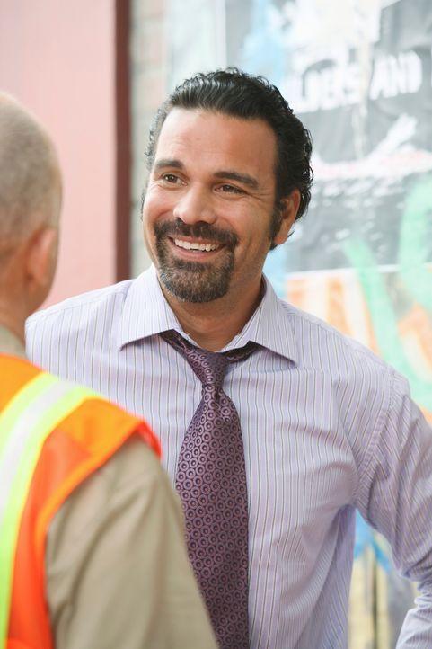 Mike wird misstrauisch, als er bemerkt, dass Susan und Carlos (Ricardo Antonio Chavira) ungewöhnlich viel Zeit miteinander verbringen, während Lee P... - Bildquelle: ABC Studios