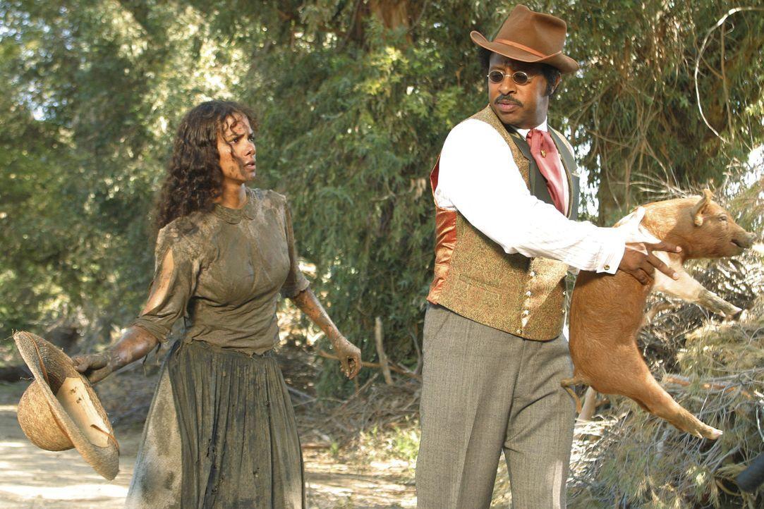 Florida, 1920: Die Afroamerikanerin Janie (Halle Berry, l.) ist auf der Suche nach ihrem Glück, doch wird ihr Mann Joe (Ruben Santiago-Hudson, r.) i... - Bildquelle: Vivian Zink Harpo Films
