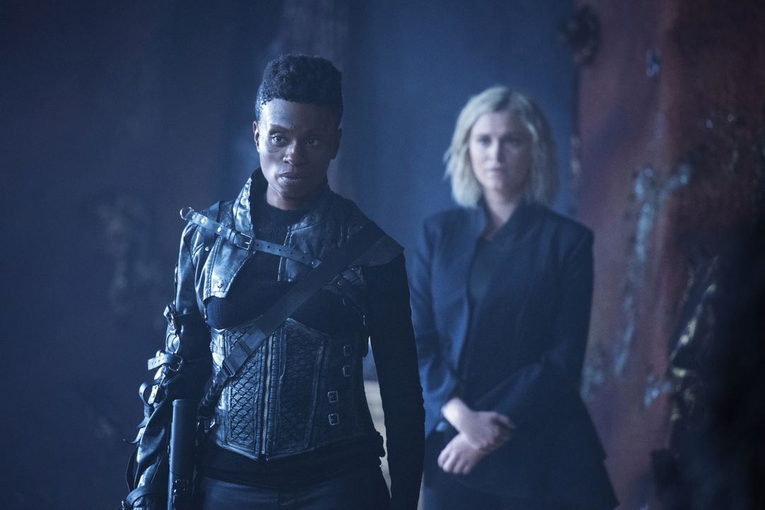 Indra (Adina Porter, l.); Clarke Griffin (Eliza Taylor, r.) - Bildquelle: 2020 Warner Bros. Entertainment Inc. All rights reserved.