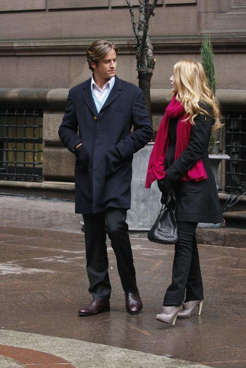 Nach und nach findet Serena (Blake Lively, r.) heraus, dass nicht Gabriel (Armie Hammer, l.), sondern Poppy das gestohlene Geld hat ... - Bildquelle: Warner Brothers