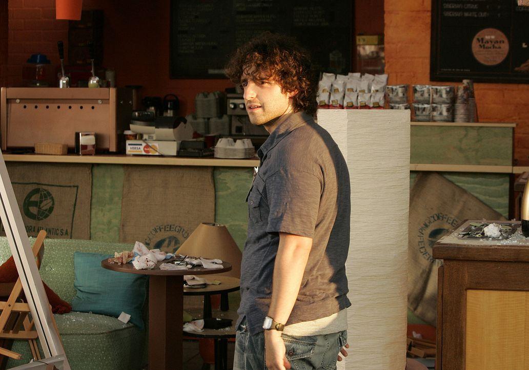 Ist seinem Bruder bei der Aufklärung eines neuen Falles behilflich: Charlie (David Krumholtz) ... - Bildquelle: Paramount Network Television