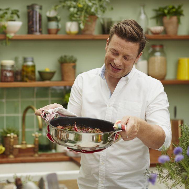 Jamie Oliver bereist die Orte mit der gesündesten Ernährungsweise - von Griechenland über Costa Rica bis nach Japan ... - Bildquelle: Matt Russell 2015 Jamie Oliver Enterprises Limited