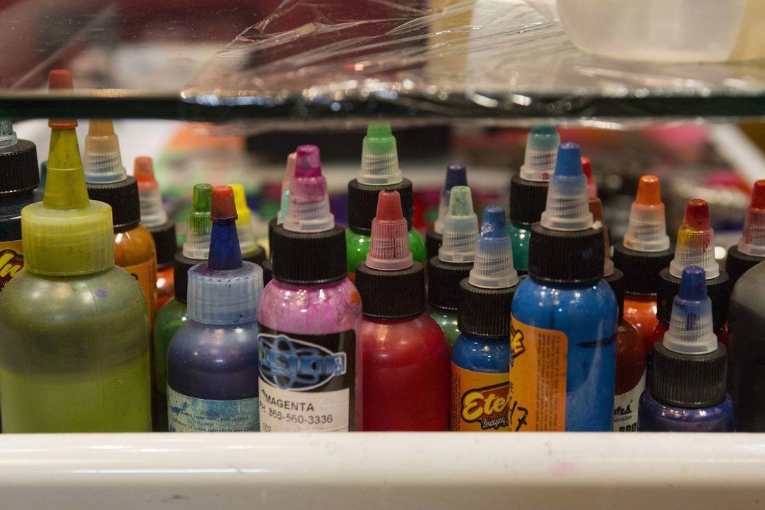 Farbe auf der Haut kann für Glück und für Unglück sorgen ... - Bildquelle: Richard Knapp 2014 A+E Networks, LLC