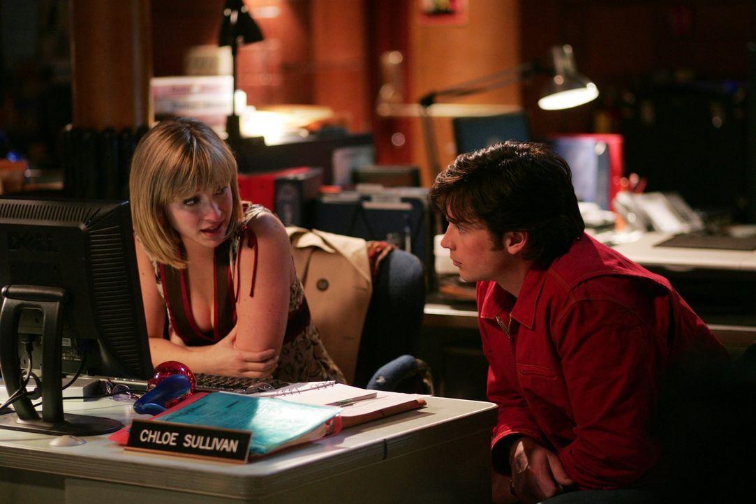 So findet Lex also die ganzen Superhelden. Clark (Tom Welling, r.) und Chloe (Allison Mack, l.) finden heraus, dass der Milliardär einen blinden Man... - Bildquelle: Warner Bros.