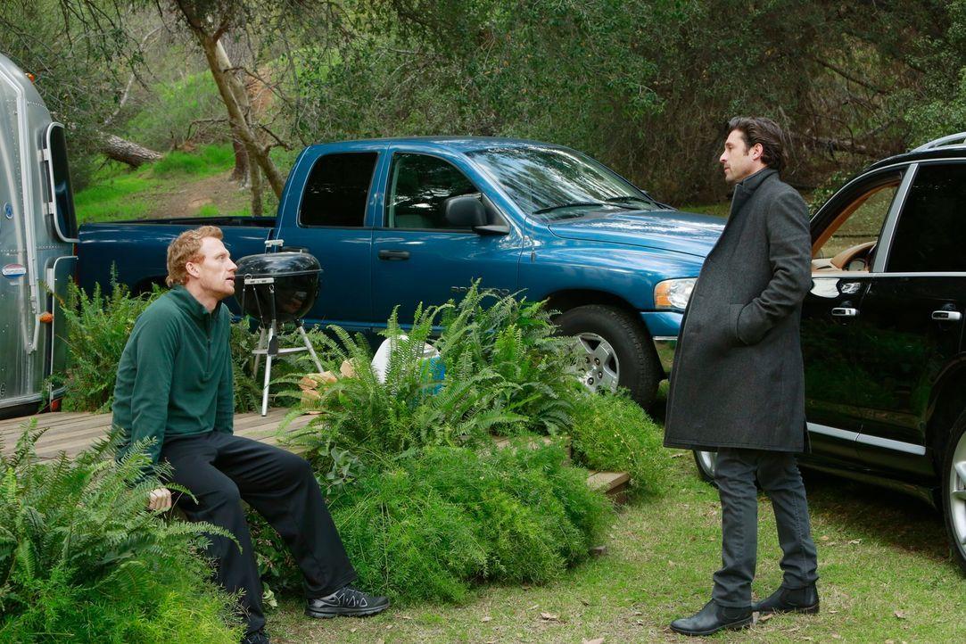 Derek (Patrick Dempsey, r.) will mit Owen (Kevin McKidd, l.) ein klärendes Gespräch führen und begründet seinen Wutausbruch ihm gegenüber ... - Bildquelle: ABC Studios