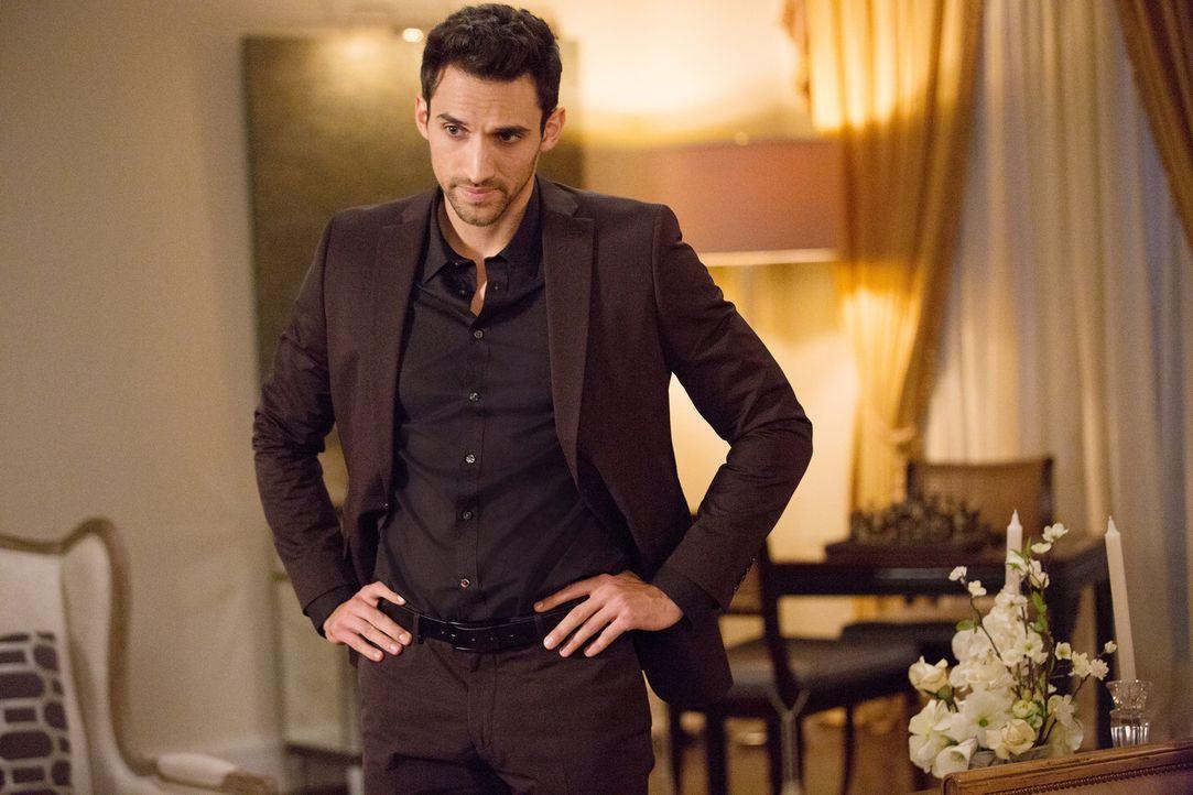 Noch ahnt Tony (Dominic Adams) nicht, wie dicht Liebe und Hass bei der Hausherrin zusammen liegen ... - Bildquelle: 2014 ABC Studios