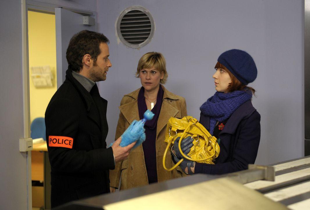 Ein ungewöhnlicher Fall bringt Chloé (Odile Vuillemin, r.), Fred (Vanessa Valence, M.) und Matthieu (Guillaume Cramoisan, l.) in ein Pariser Kremato... - Bildquelle: 2008 - Beaubourg Audiovisuel/BeFilms/RTBF (Télévision Belge)