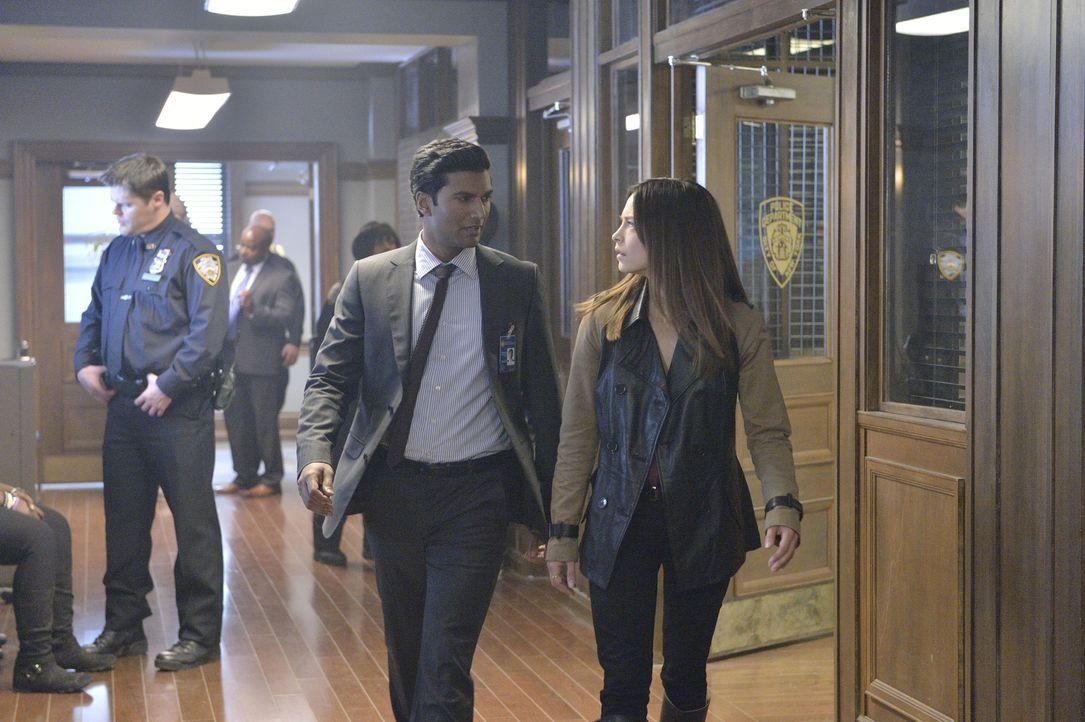 Cat (Kristin Kreuk, r.) schafft es nach und nach, Vincent loszulassen, weil sie bemerkt, dass er sich mehr für Tori als für sie interessiert. Was Ga... - Bildquelle: 2013 The CW Network, LLC. All rights reserved.