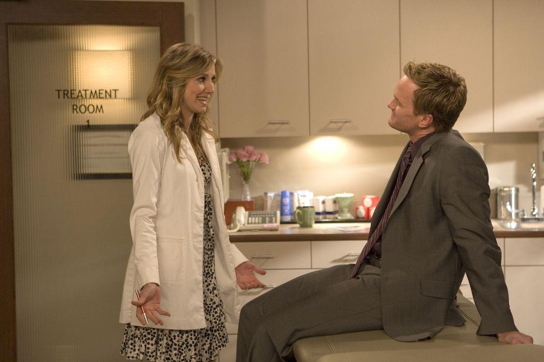 Um Abby auf sich aufmerksam zu machen, lässt sich Barney (Neil Patrick Harris, r.) einen Termin in der Praxis von Stella Zinman (Sarah Chalke, l.) g... - Bildquelle: 20th Century Fox International Television