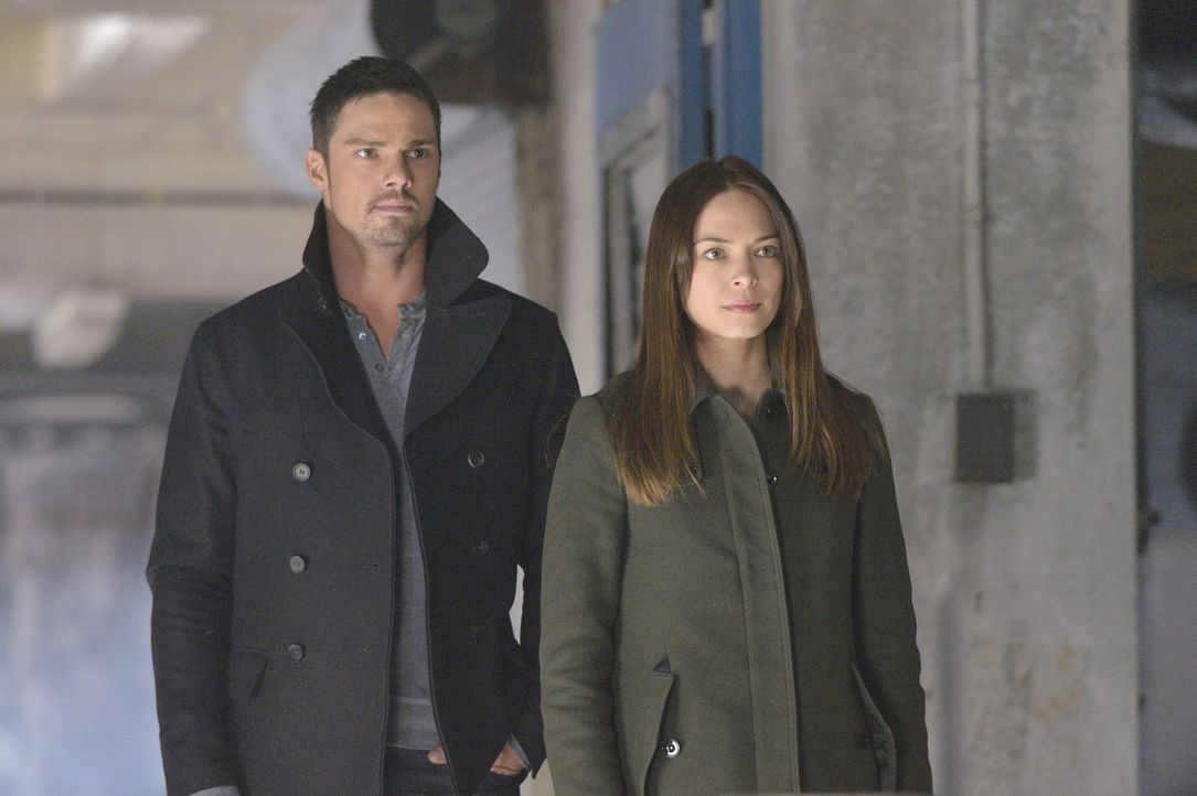 Während Gabe ein Einsatzkommando zusammenstellt, um Vincent hinter Gitter zu bringen, ist FBI Agent Knox auf Cat (Kristin Kreuk, r.) und Vincents (J... - Bildquelle: 2013 The CW Network, LLC. All rights reserved.