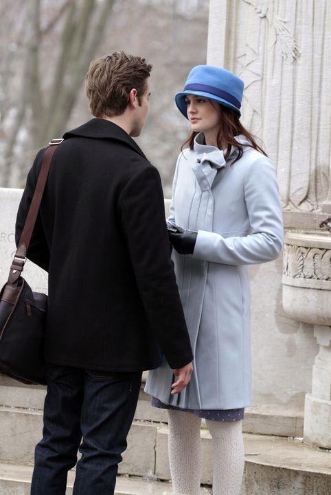 Blair (Leighton Meester, l.) will unbedingt zu einem von Nates (Chace Crawford, r.) Spielen kommen, um neue Jungs kennenzulernen ... - Bildquelle: Warner Bros. Television