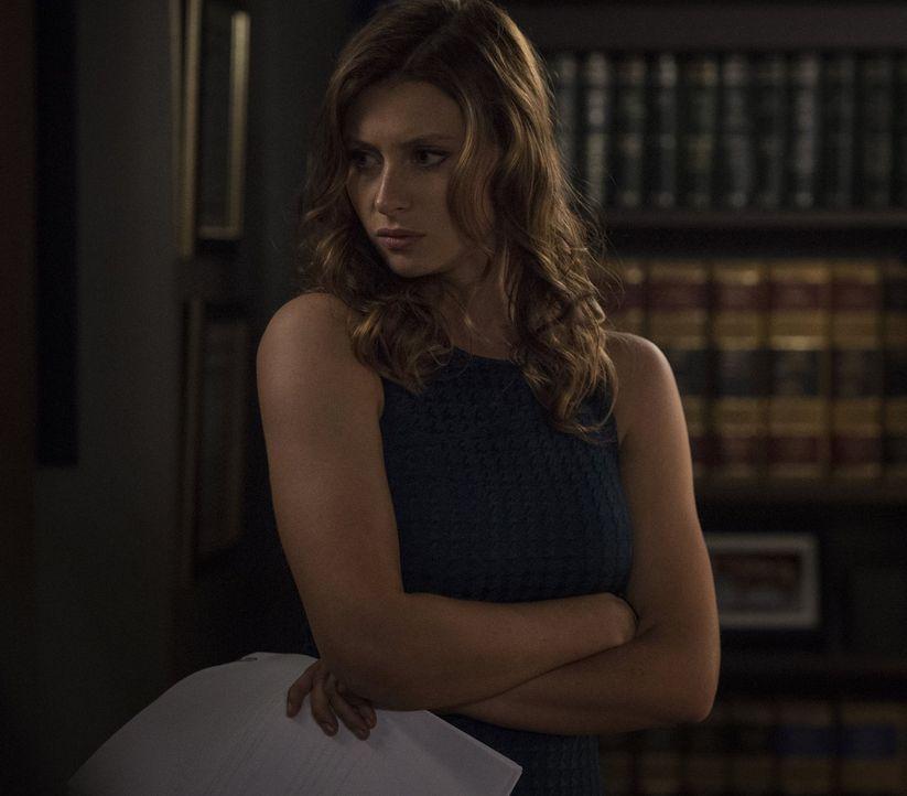 Peyton (Aly Michalka) bekommt unerwarteten Besuch in ihrem Büro ... - Bildquelle: 2014 Warner Brothers