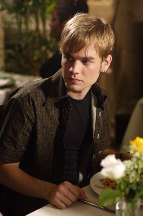 Während eines Dates wird Simon (David Gallagher) von seinen Eltern überrascht. Ist sein Plan, die Nacht mit Georgia im Hotel zu verbringen nun gepla... - Bildquelle: The WB Television Network