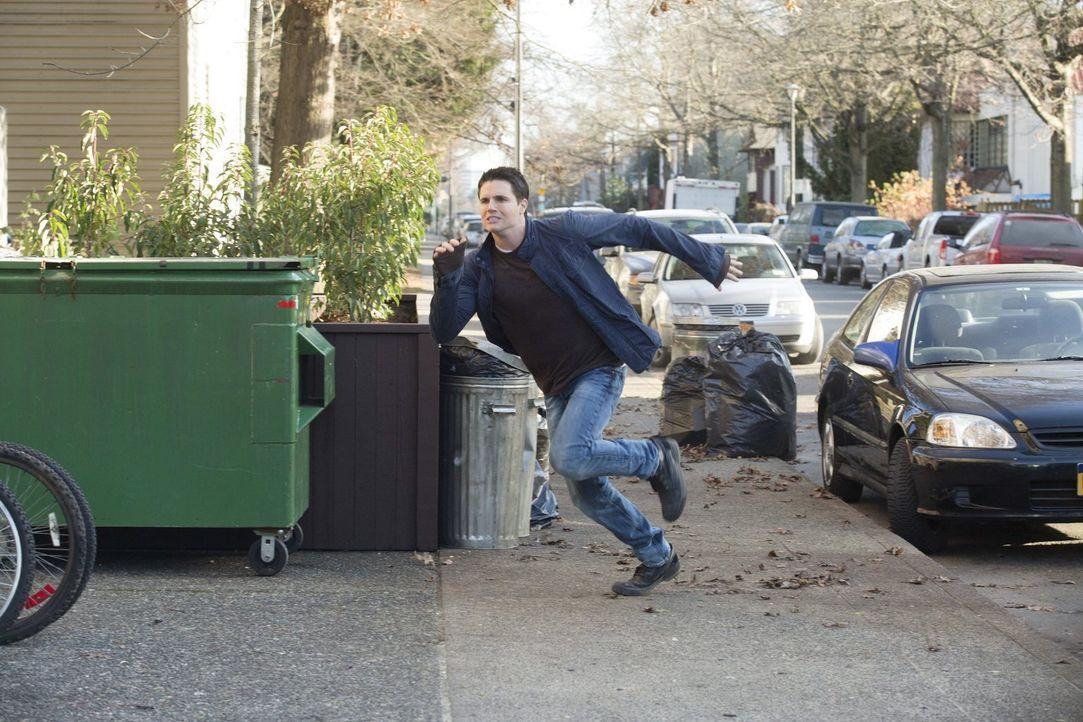 Der neuste Fall von Stephen (Robbie Amell) offenbart einige Geheimnisse aus seiner eigenen Familie ... - Bildquelle: Warner Bros. Entertainment, Inc