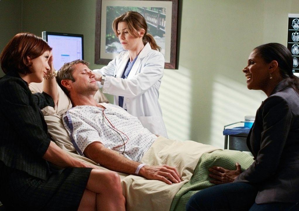 Meredith (Ellen Pompeo, 2.v.r.) fühlt sich in der Gegenwart von Addison (Kate Walsh, l.) nicht ganz wohl. Diese ist mit ihrer Freundin Naomi (Audra... - Bildquelle: Touchstone Television