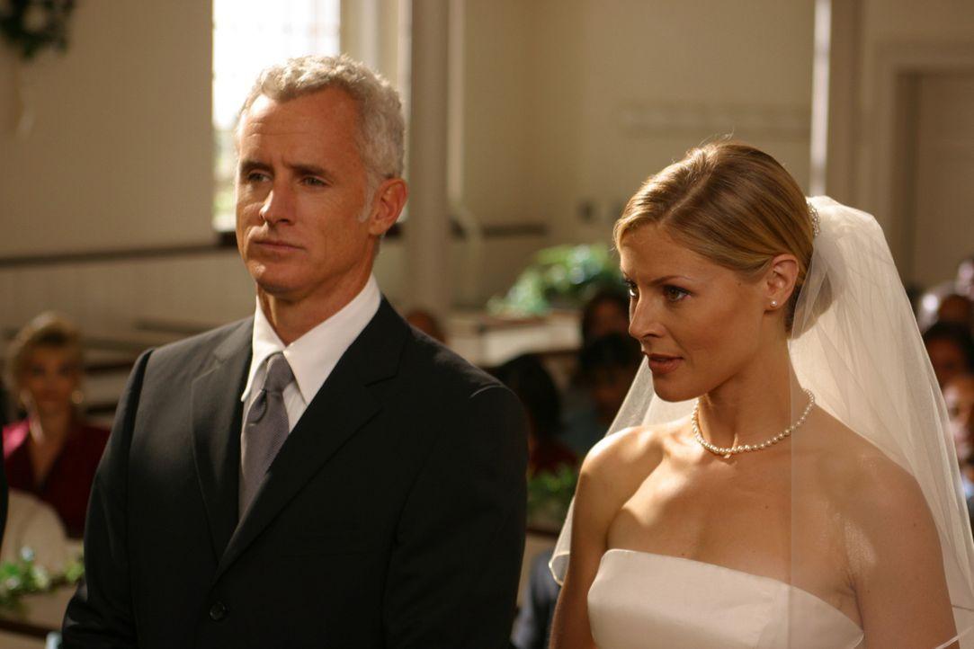 Der schönste Tag im Leben?: Dennis (John Slattery, l.) Und Carol (Julie Bowen, r.) ... - Bildquelle: Paramount