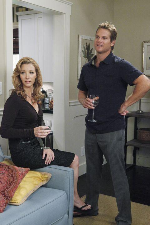 Obwohl Jules Dr. Evans (Lisa Kudrow, l.) gedrängt hat, sich von Bobby (Brian Van Holt, r.) fernzuhalten, warten die beiden am Folgetag ihn ihrem Ha... - Bildquelle: 2009 ABC INC.