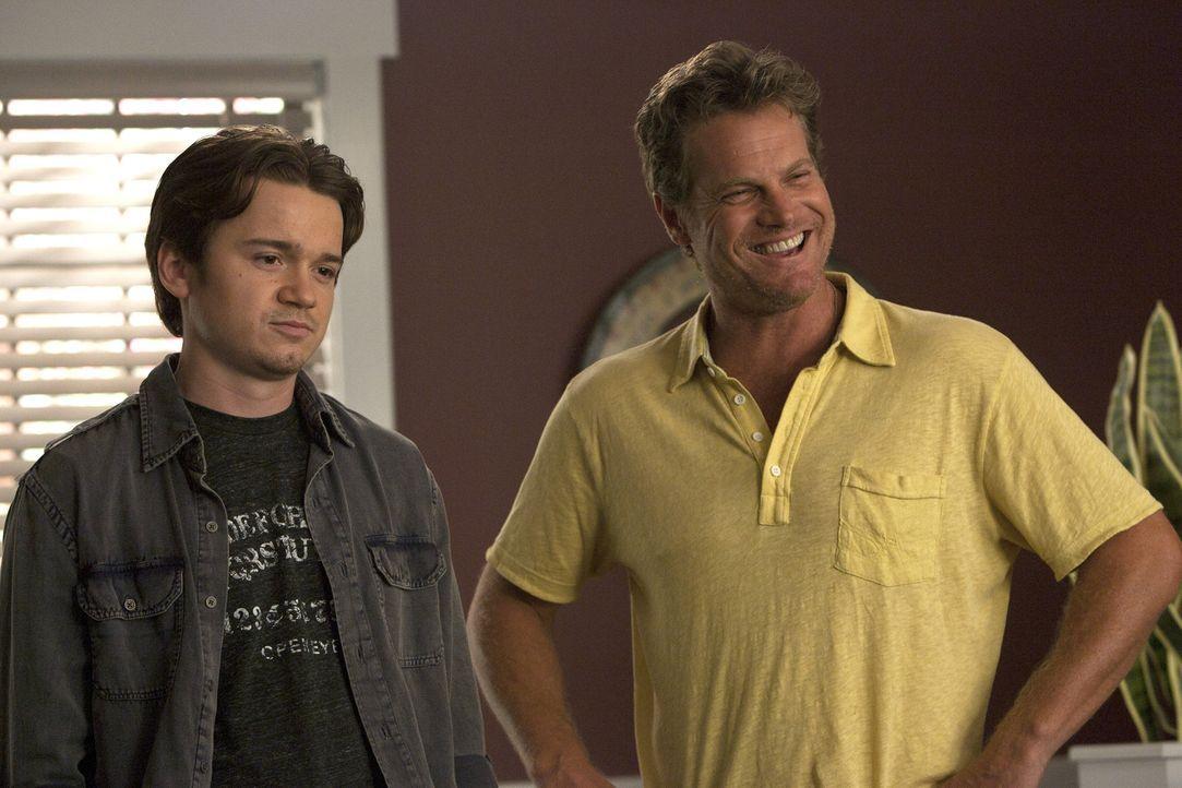 Hängen bei Grayson rum: Travis (Dan Byrd, l.) und Bobby (Brian Van Holt, r.) ... - Bildquelle: 2010 ABC INC.