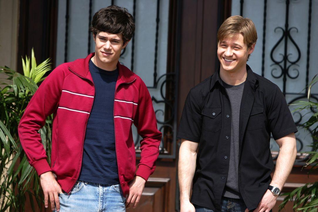 Noch haben Seth (Adam Brody, l.) und Ryan (Benjamin McKenzie, r.) keine Ahnung was zwischen Trey und Marissa war ... - Bildquelle: Warner Bros. Television