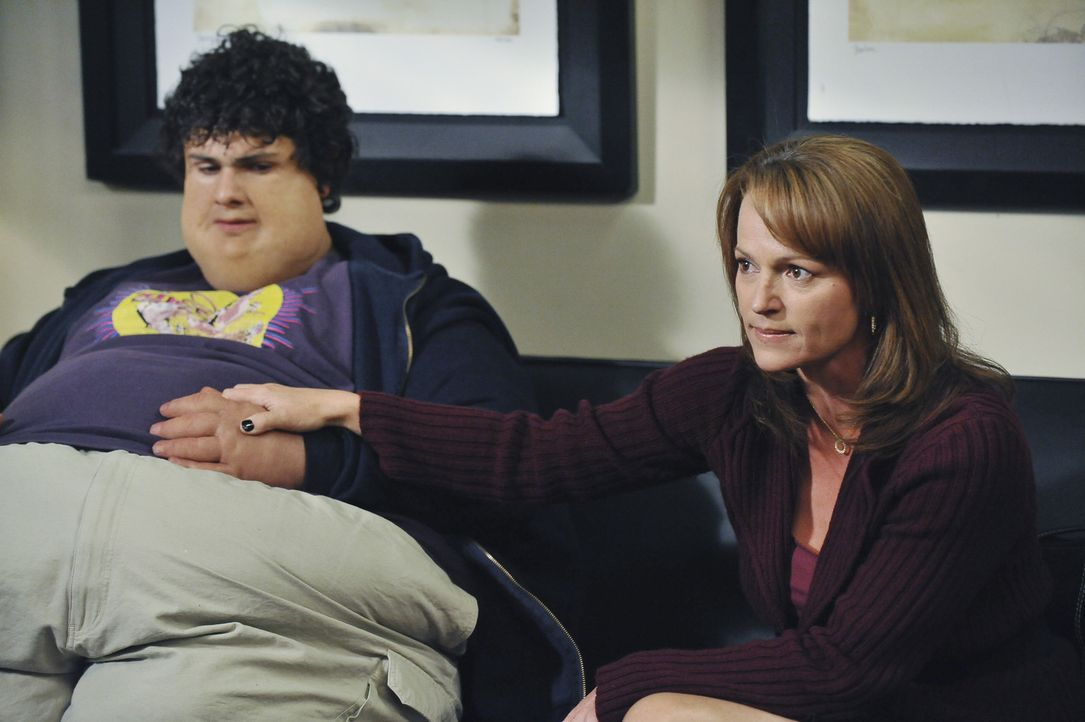 Noch ahnt niemand, was mit Justin (Brett DelBuono, l.) und seiner Mutter Pam (Clare Carey, r.) los ist ... - Bildquelle: ABC Studios
