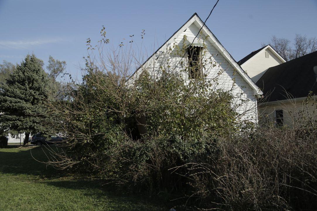 Verbirgt sich hinter dem verwucherten Garten ein kleiner Schatz oder ein großes Problem? Mina und Karen nehmen sich dem Projekt an ... - Bildquelle: 2017,HGTV/Scripps Networks, LLC. All Rights Reserved