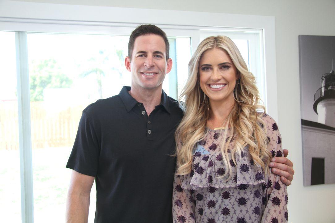Viel Arbeit und ein hohes finanzielles Risiko haben das Ehepaar Christina (r.) und Tarek (l.) wieder in eine Bruchbude gesteckt. Nun ist die Frage:... - Bildquelle: 2017,HGTV/Scripps Networks, LLC. All Rights Reserved