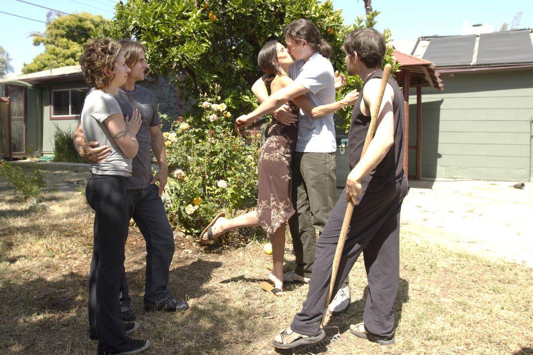 Das polygame Leben hält auch für Jen (l.), Michael (2.v.l.), Kamala (M.), Jason (2.v.r.) und Tahl (r.) immer wieder Überraschungen bereit ... - Bildquelle: Showtime Networks Inc. All rights reserved.