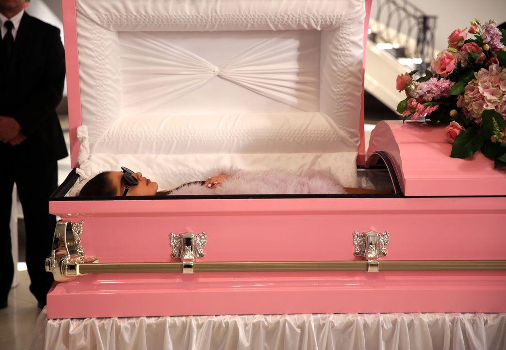 Während Chanel #2 (Ariana Grande) aus dem Totenreich den KKT Mädchen einen Besuch abstattet, macht Gigi ihrem mörderischen Partner klar, dass er mor... - Bildquelle: 2015 Fox and its related entities.  All rights reserved.