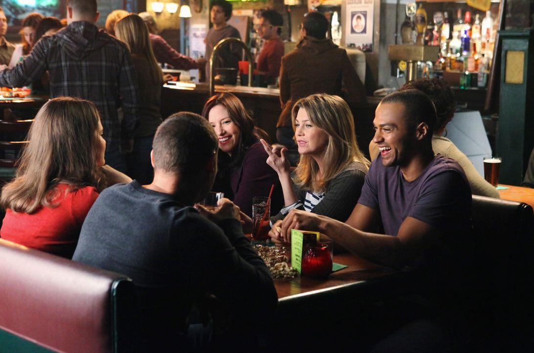 Freaks? April (Sarah Drew, l.), Alex (Justin Chambers, 2.v.l.), Lexie (Chyler Leigh, M.), Meredith (Ellen Pompeo, 2.v.r.) und Jackson (Jesse William... - Bildquelle: ABC Studios