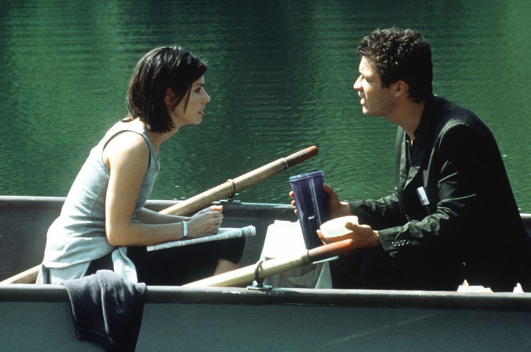 Gwen (Sandra Bullock, l.), versucht ihren Freund Jasper (Dominic West, r.) für ein Leben ohne Alkohol zu gewinnen ... - Bildquelle: Columbia TriStar Film GmbH