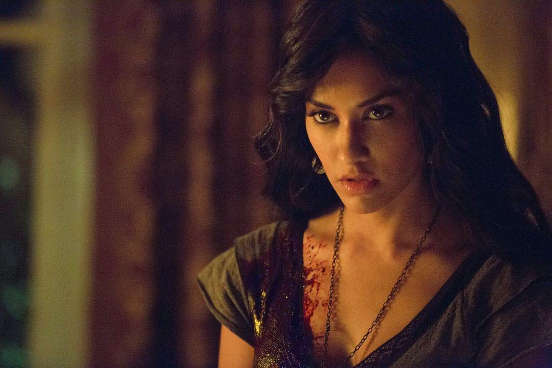 Wird Tessa (Janina Gavankar) den Freunden helfen? - Bildquelle: Warner Brothers